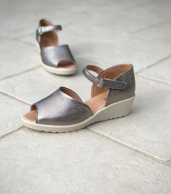 sandales brigitte acier
