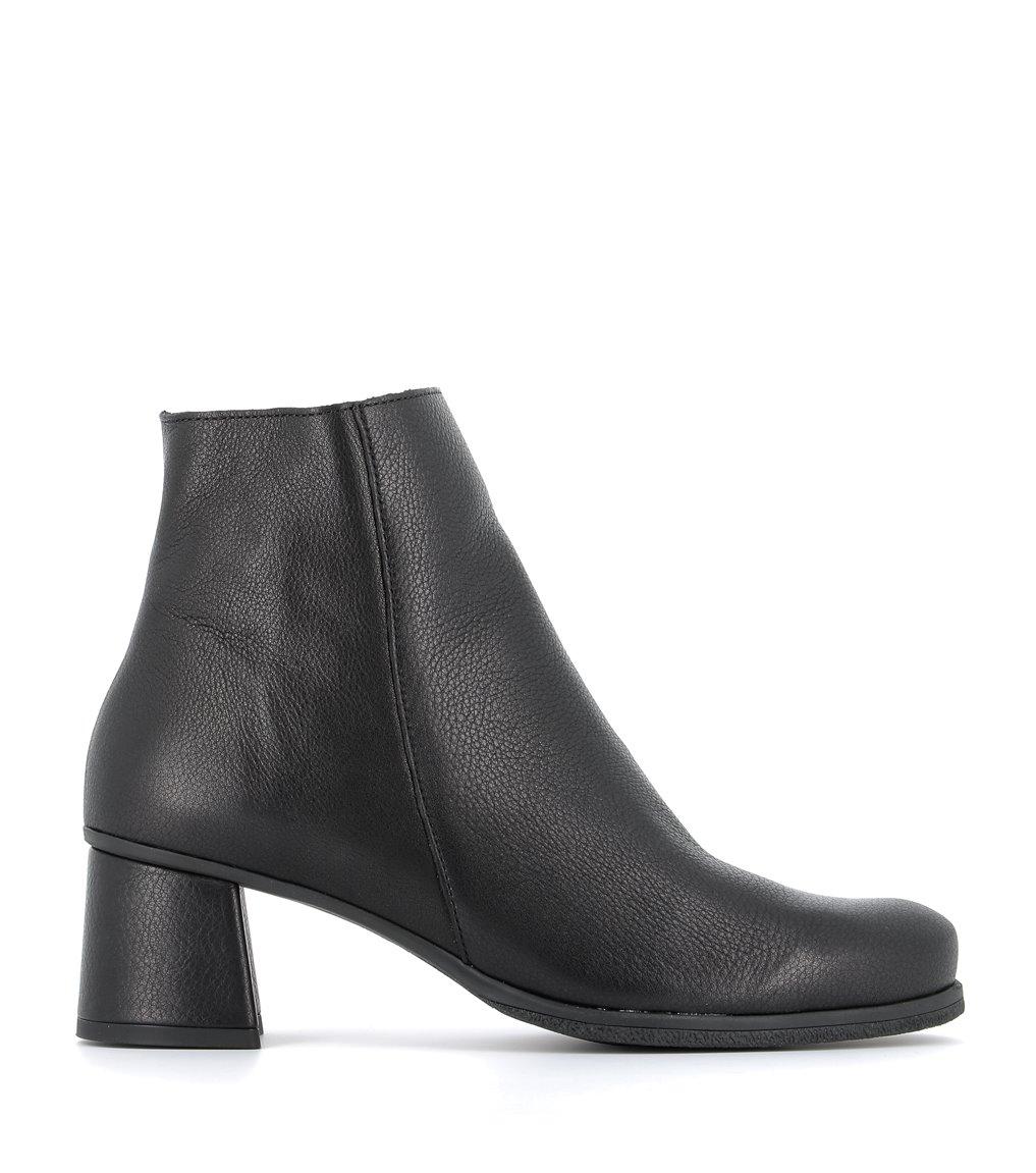 low boots annie black