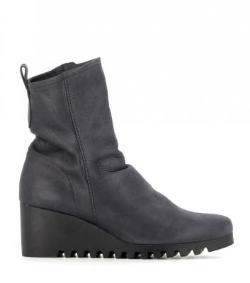 boots larazo grey