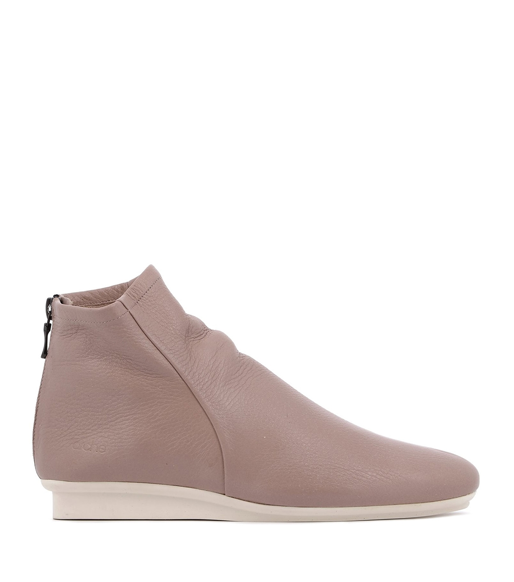 low boots mattoo nude